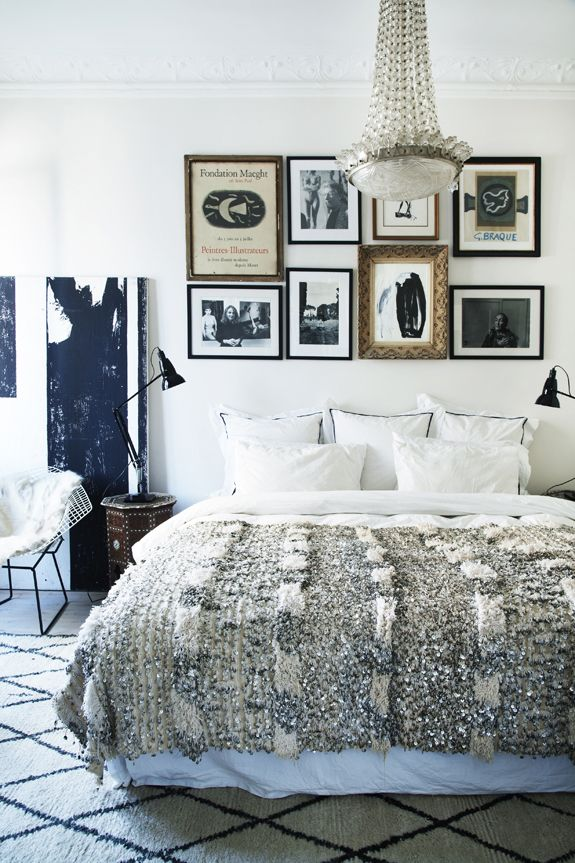 no headboard frames above bed